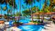 Jatiúca Resort - E, para curtir em família, são duas piscinas com áreas reservadas para as crianças e para os adultos.