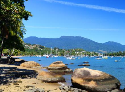 Ilhabela, SP: Pousada a 500 m da Balsa e a 5 km do Centro Histórico | Café da Manhã | Praia, Viajar a Dois, Escapada, 10x sem Juros, Animais Bem-Vindos