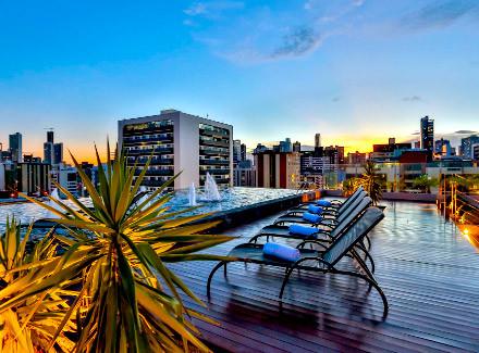 João Pessoa, PB: Hotel a 200 m da praia, com piscina na cobertura | Café da Manhã | Praia, Cidade, Escapada