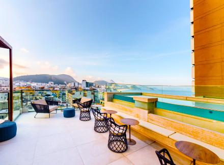 Rio de Janeiro, RJ: Hotel em Copacabana com bar e piscina na cobertura | Café da Manhã, Meia Pensão | Aéreo É Mais, Praia, Cidade, Viajar a Dois