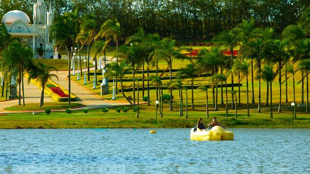 Mavsa Resort - Os hóspedes podem fazer desde atividades mais tranquilas, como pedalinho ou stand up paddle…