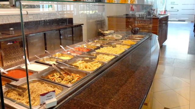 Mavsa Resort - Diversidade no cardápio ao longo da semana, com ilhas de massas, pizza e comida japonesa.