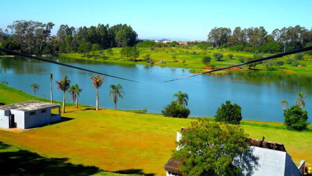 Mavsa Resort - Até algo com mais adrenalina, como a tirolesa que atravessa o lago.