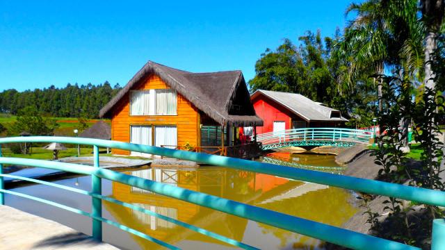 Mavsa Resort - Ou então na acomodação, com opção de apartamentos ou chalés…